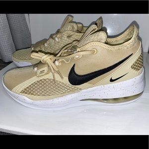 AIR FORCE MAX LOW TB PRO 'TEAM GOLD'
